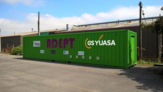 GS YUASA bestückt weltweit erstes Dual Chemistry Energiespeichersystem in einem Container