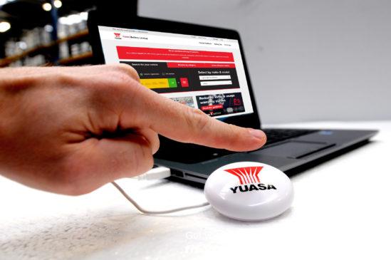 GS YUASA verteilt kostenlose USB-Smart-Buttons an Werkstätten und Händler